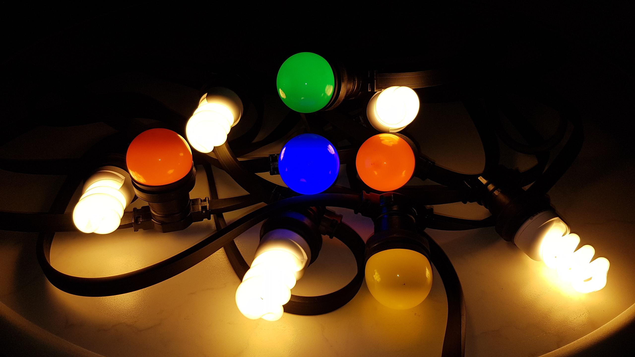 feestverlichting huren almere gekleurde lampen afgewisseld met helder lampen voor extra sfeer
